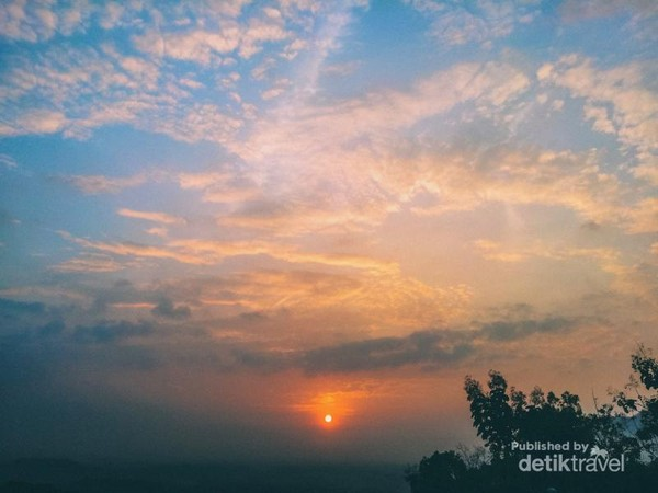 Momen saat sunrise