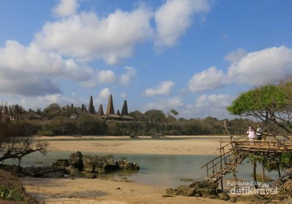 Desa Rotenggaro, Sumba Barat Daya, Nusa Tenggara Timur berada tepat di bibir laut Sumba. Hal ini membuat Desa Rotenggaro terlihat makin eksotis.