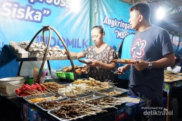 Traveler dapat mengambil makanan secara prasmanan