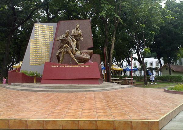 Monumen untuk mengenang wartawan yang dibunuh (sheilalu.com)