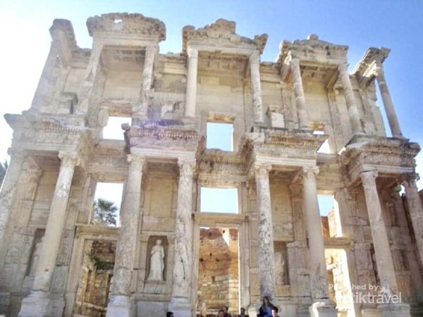 Gerbang Perpustakaan Celsus