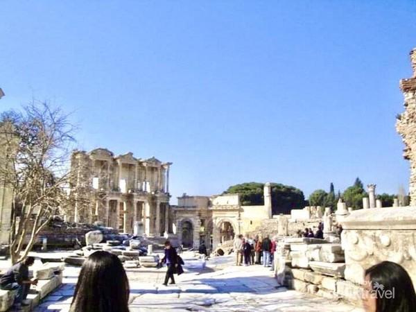 Reruntuhan Bangunan Yunani dan Romawi kuno di Efesus