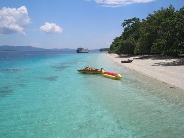 Menjamah Kecantikan Pantai Liang Maluku