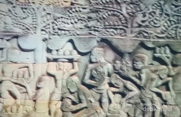 relief Bayon Temple yang menggambarkan kehidupan masyarakat masa lalu.