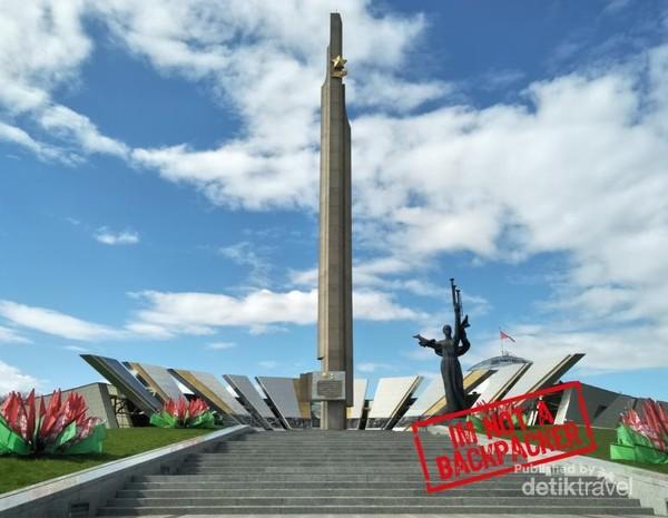 Museum Great Patriotic War. Jika kamu perhatikan, kamu bisa menemukan bendera Soviet yang masih berkibar di puncaknya