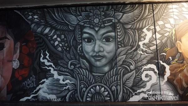 Salah satu mural bertema Solo Batik Carnival