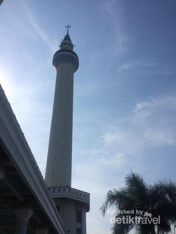 Menara 99 meter