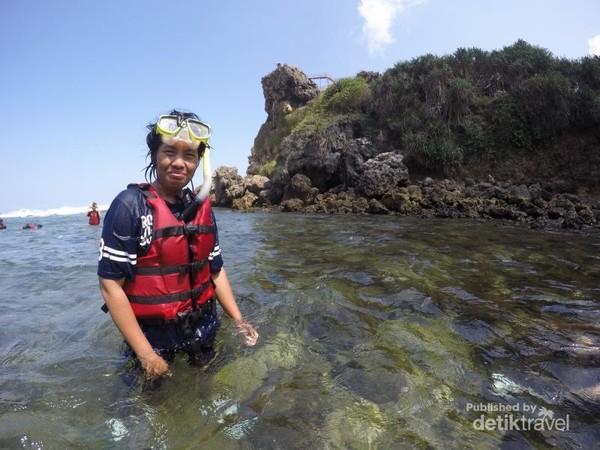 Foto selfie karena takut masuk ke dalam air