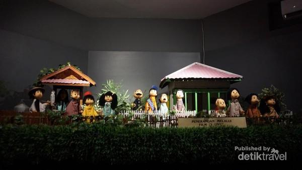 Setting film si Unyil, tempat ini berada dalam Museum Penerangan di TMII