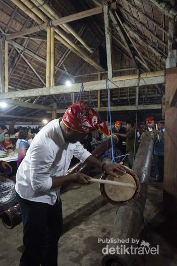 Pemukul Tifa, Musik Tradisional Pengiring Acara