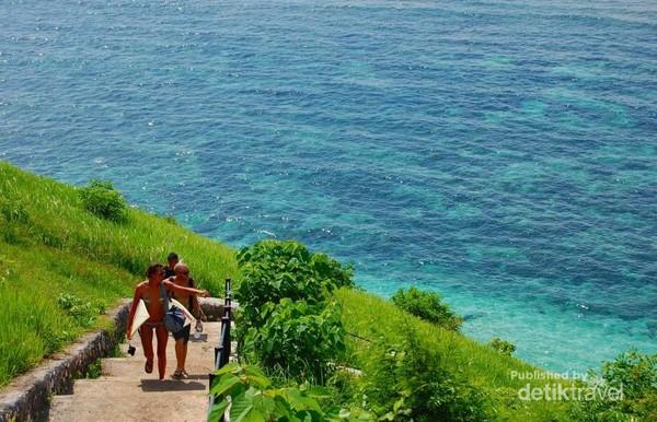 300 anak tangga yang harus didaki oleh para wisatawan