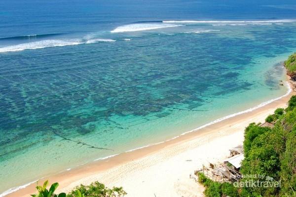 Wow, indahnya pantai ini sungguh mencengangkan
