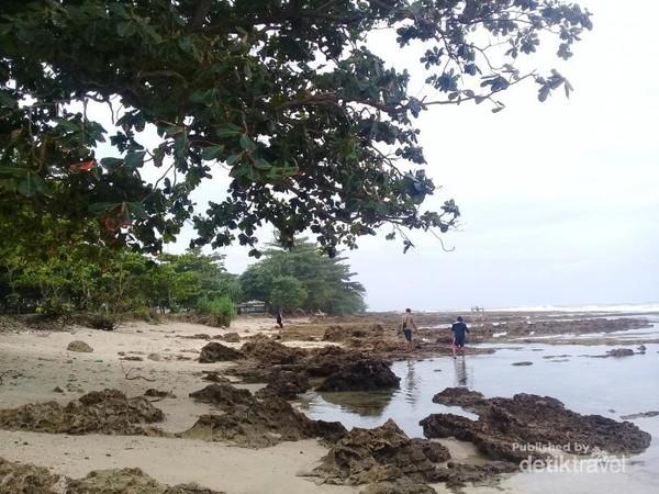 Keindahan Pantai Sawarna Provinsi Banten