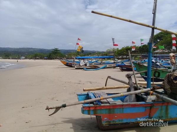 Kampung Nelayan di Pantai Sawarna