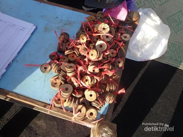 Koin Batok senilai Rp 2.000 per koin