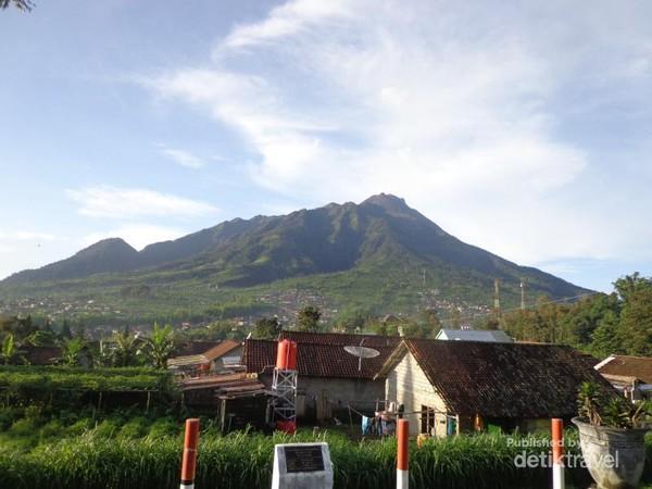 Memandang Gunung Merapi dari Desa Samiran