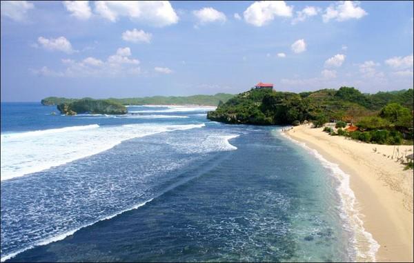 Pemandangan cantik Pantai Sundak (koclokpariwisata.blogspot.com)