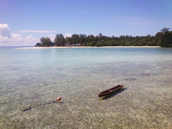 Samber Gelap dilihat dari pulau sawa