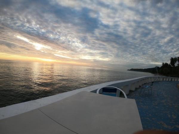 Spot foto untuk menikmati sunrise dan secangkir teh di Mata Ei Resort