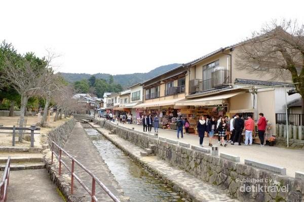 Jalanan di Miyajima