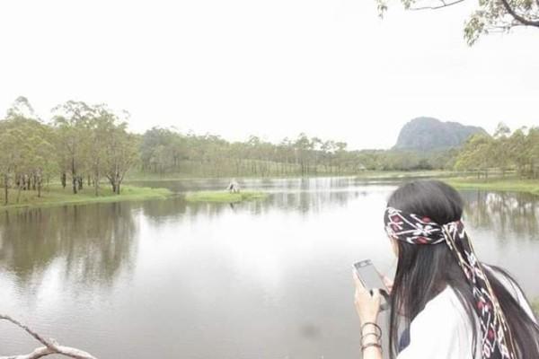 Danau nausus adalah sebuah danau yang begitu indah dan tenang di kabupaten Timor Tengah Selatan.