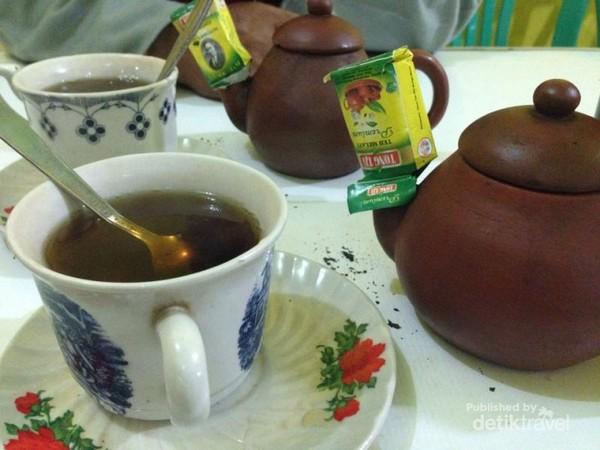 Teh Poci Tegal, teman makan Sate Batibul
