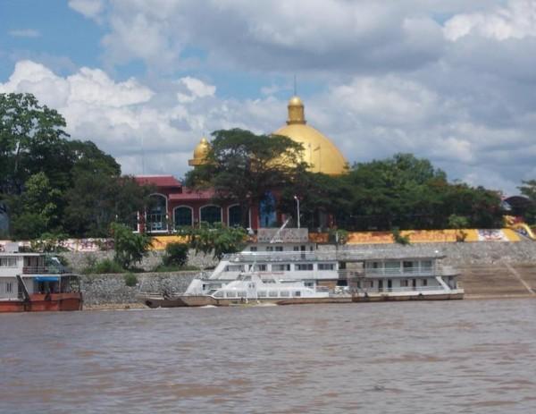 Pemandangan di sisi Laos, yang di kenal dengan Don Sao.