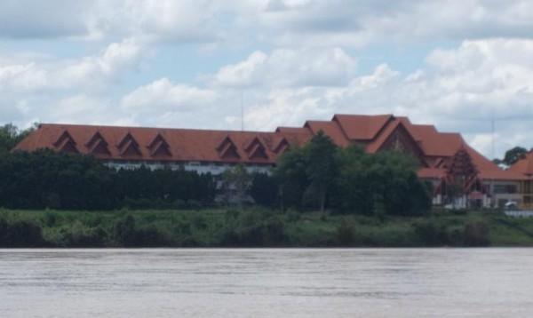 Pemandangan di sisi Burma atau yang sekarang dikenal Myanmar.