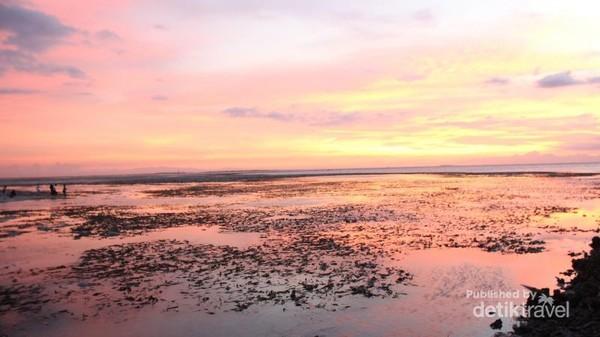 Sunset di pantai LIPI
