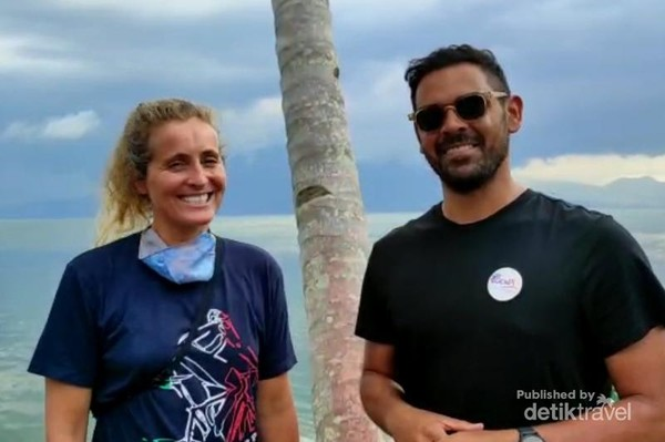 Alicia dan Freddy saat menikmati Danau Ranau.