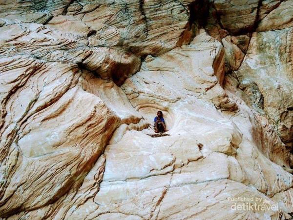 Tebing batu unik dari desa Panite, Timor Tengah Selatan