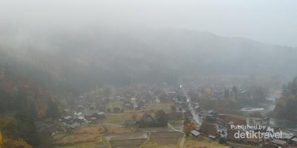 Shirakawago dari atas bukit
