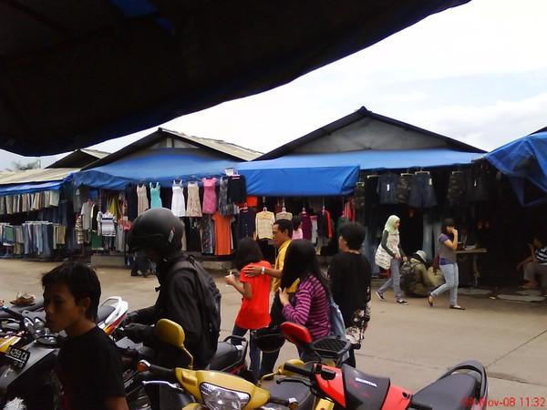 Pasar Induk Gedebage (natazya.wordpress.com)