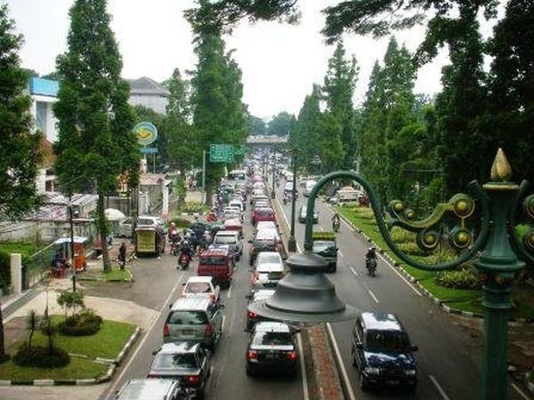 Jalan Dago (totosp.wordpress.com)