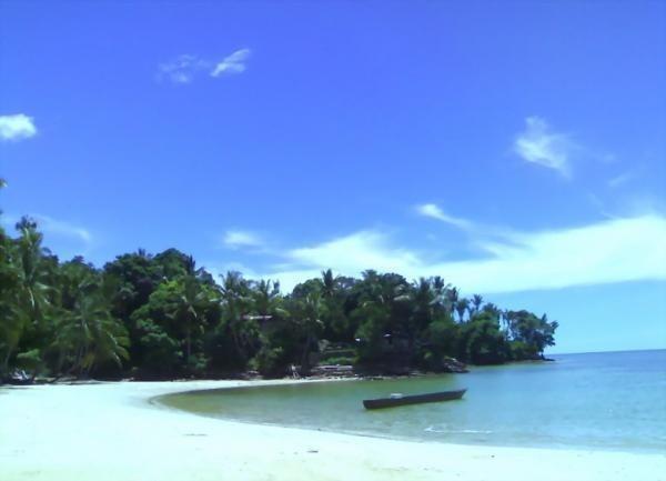 Pantai Pasir Putih (sumber: worldisbeauty.com)
