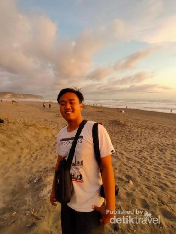 Menikmati sore di Pantai Parangkusumo