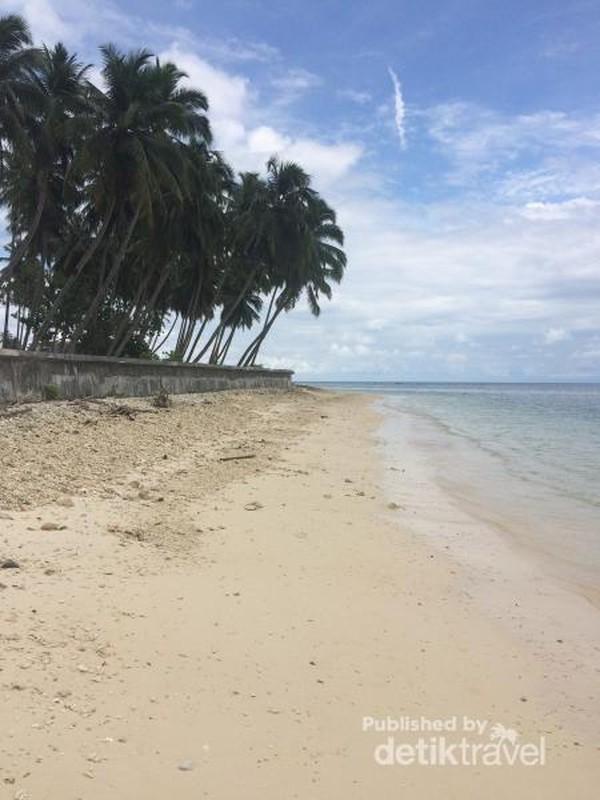 Pasir Putih di Pantai Mapadegat