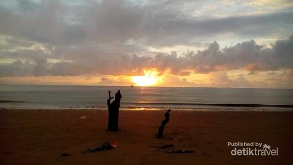 Semburat pagi di pesisir timur kota balikpapan