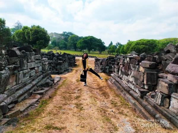 Jangan lupa juga memanfaatkan reruntuhan batu untuk menghasilkan foto unik seperti ini | Foto: Dokumentasi Pribadi