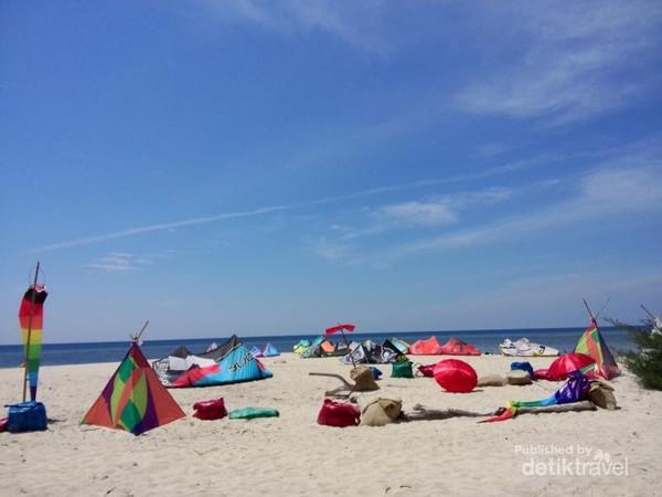 Pantai di pulau Tabuhan
