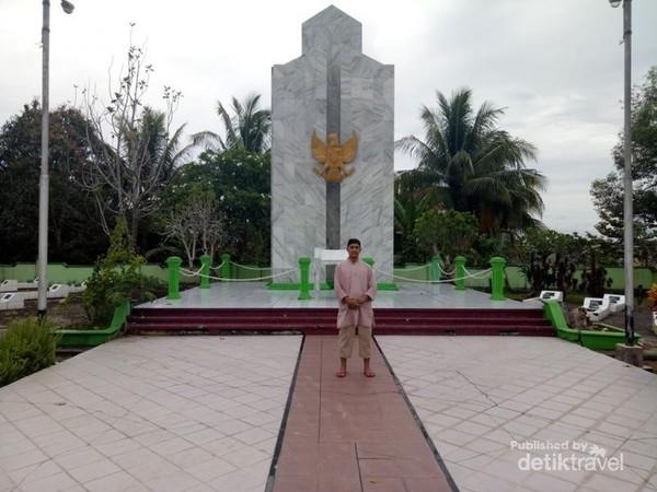 Tugu Taman Makam Pahlawan Telabang Bangsa