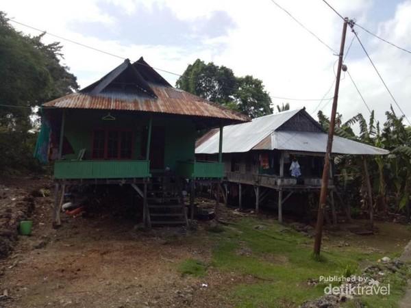 Rumah Tradisional di Desa Adat Liya