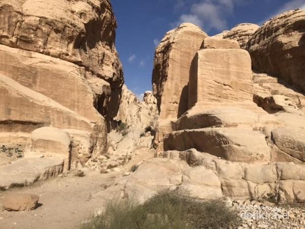 Bebatuan di Taman Arkeologi Petra
