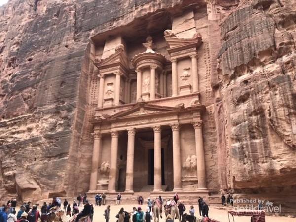 Gerbang Utama Kota Petra