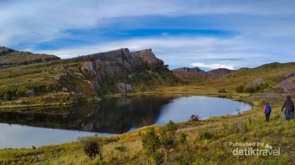 Danau Habema di Taman Nasional Lorentz