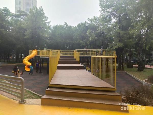 Selain ramah anak, taman ini juga Instagramable.