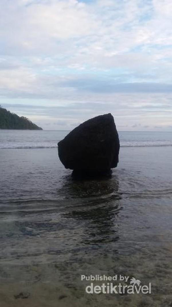 Air laut nan jernih