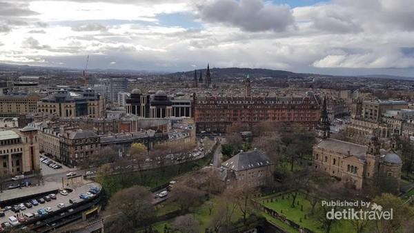 Pemandangan Kota Edinburgh dari Edinburgh Castle