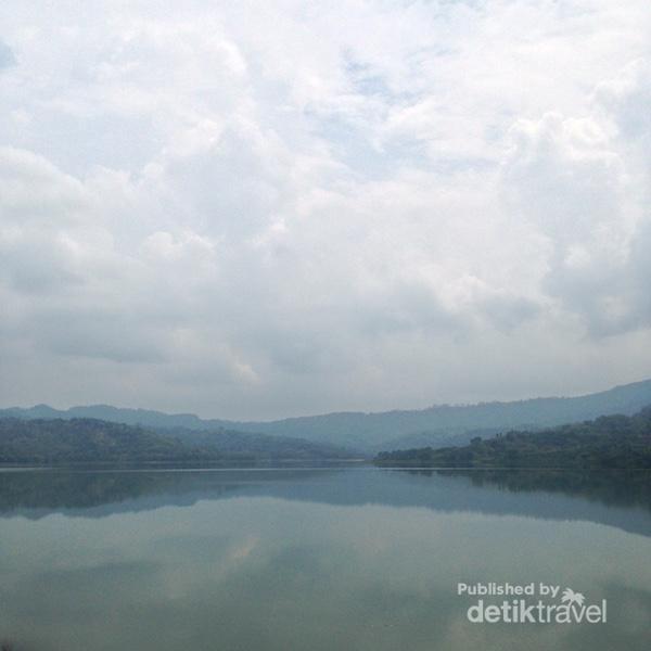 Pemandangan indah Bendungan Wonorejo