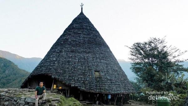Niang Gendang (Rumah Utama) yang memiliki tanduk kerbau di atas atapnya